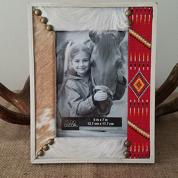 5X7 FRAME WITH HAND CRAFTED DESIGN